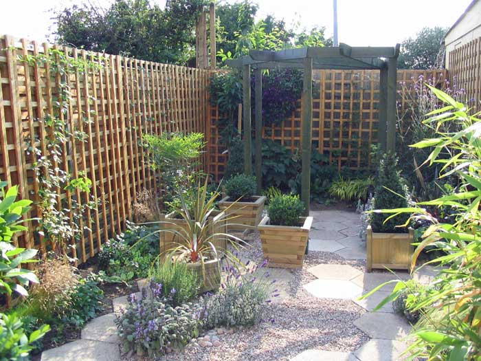 A small courtyard garden created around existing paving for Small shady courtyard ideas